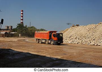 pierres, entiers, naturel, décharge, carrière, arrière-plan., sable, matériels, transport, orange, camion, camion