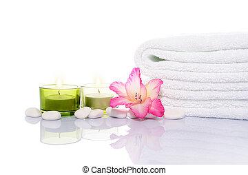 pierres, gladiola, serviette blanche, bougies