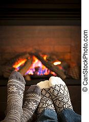 pies, chimenea, warming