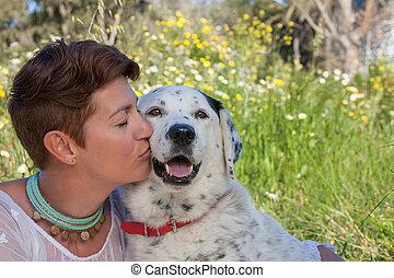 pieszczoch, całowanie, kobieta, pies