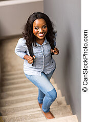 pieszy do góry, kolegium, afrykanin, dziewczyna, schody