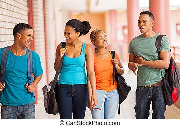 pieszy, grupa, studenci, kolegium, korytarz, afrykanin