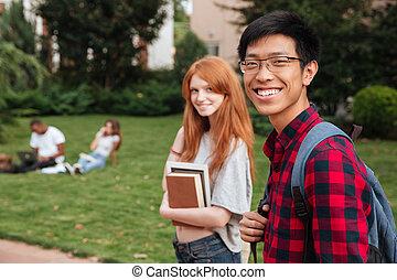 pieszy, jej, młody, asian, student, outdoors, sympatia, ...