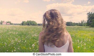 pieszy, kobieta, łąka, młody