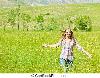 pieszy, kobieta, pszenica, młody, pole, szczęśliwy