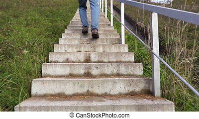 pieszy, schodki do góry, człowiek