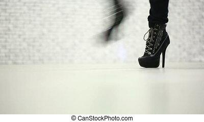 pieszy, shoes., wysoki, samica, nogi, pięta