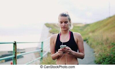 pieszy, smartphone, sporty, biegacz, młoda kobieta, seaside., earphones