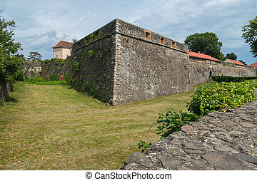 pietra, fortificazione, prato, contro, alto, windows, sfondo verde, parete