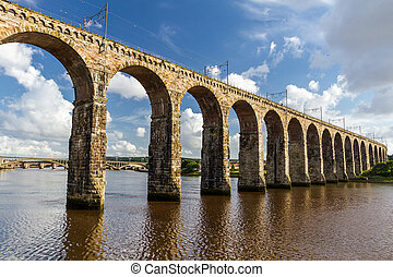 pietra, ponte ferrovia, in, berwick-upon-tweed