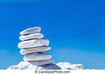 pietre, equilibrio, ciottoli, pila, sopra, blu, mare, in,...