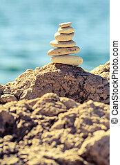 pietre, equilibrio, spiaggia, pila, sopra, blu, mare