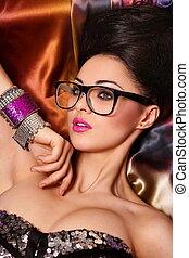 pige, portræt, model, haistyle, brunette, birght, klar, baggrund, glas, makeup, farverig, lyserød, ualmindelige, læber, smukke, mode