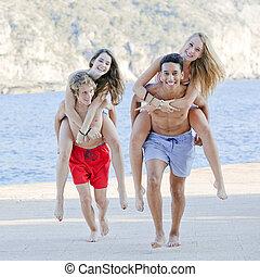 piggyback, adolescentes, acampamento verão, jogos