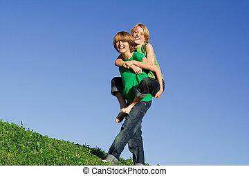 piggyback, crianças verão, feliz