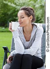 pihenés, noha, kávécserje, alatt, egy, kert
