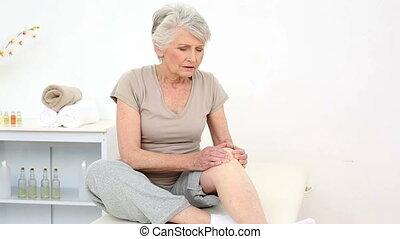 pijnlijk, knie, verwond, patiënt, wrijven, haar
