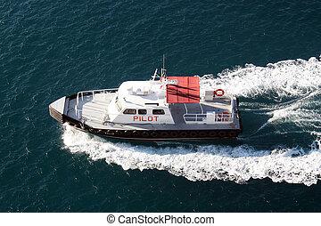 pilóta, csónakázik