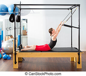 pilates, aerobic, instructeur, vrouw, in, cadillac