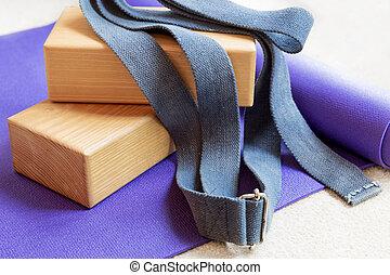 pilates, ioga, equipamento aptidão, estacas, tapete