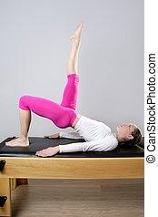 pilates, joga, bein, reformer, turnhalle, frau, sport