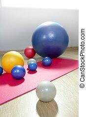 pilates, natte yoga, gymnase, stabilité, balles, sport, toning