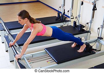 pilates, reformer, frau, langer, strecken, übung