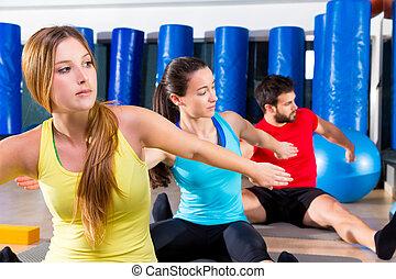 pilates, yoga, entrenamiento, ejercicio, en, condición física, gimnasio