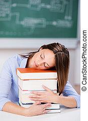 pile, livres, dormir, bureau professeur