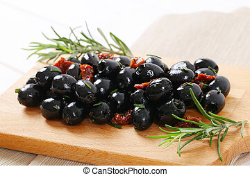 black olives with dried tomatoes