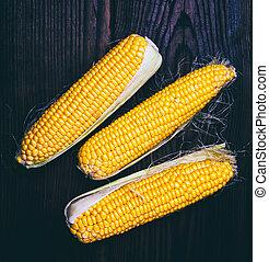 Pile of fresh corn cobs