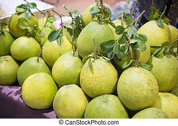 pile of fresh grapefruit
