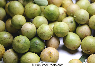 Pile of fresh lemon fruit.