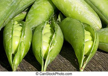 Pile of peas closeup