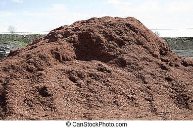 pile of red mulch