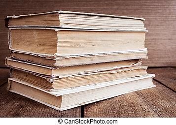 pilha, de, livros velhos, ligado, madeira, fundo