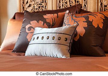 pillows., 部屋, ホテル, ベッド, 設定, 贅沢