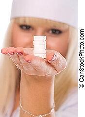 pilules, possession main, docteur féminin