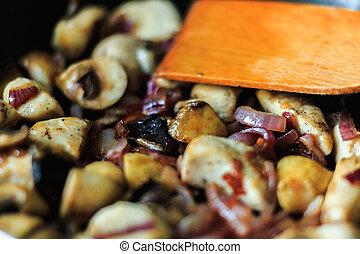 pilze, nahaufnahme, gebraten, zwiebel, stücke