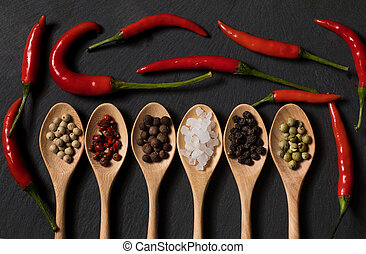 pimienta, de madera, pizarra, diferente, cucharas, fondo negro, sal, clase
