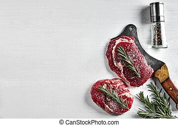 pimienta, romero, fondo., filetes, hierbas, dos, aceite de oliva, sal, hacha, ajo, cocina, crudo, tapa blanca, fresco, vista.