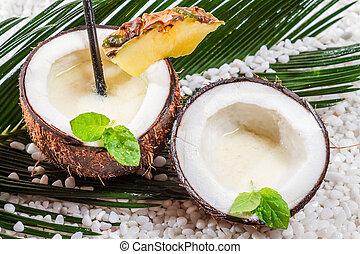 pinacolada, bebida, con, leche, en, el, fresco, coco