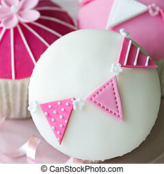 Pink and white cupcakes - Cupcakes decorated with fondant...