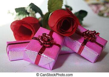 pink presents IV