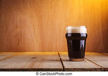 Pint beer glass