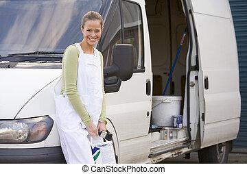 pintor, posición, con, furgoneta, sonriente