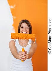 pintura, mulher sorridente, rolo