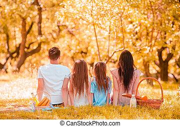 pique-nique famille, jour, heureux, ensoleillé, parc