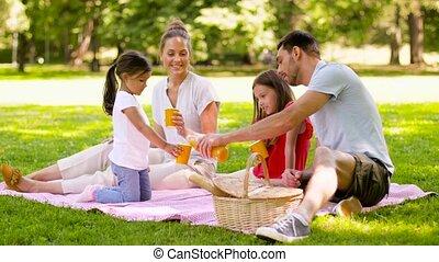 pique-nique, famille, parc, jus, boire, heureux
