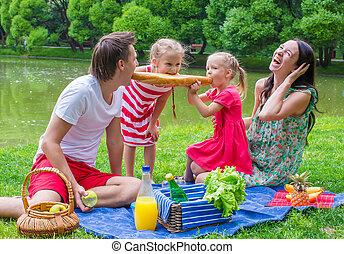 pique-niquer, famille, parc, amusez-vous, heureux